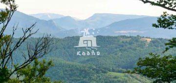 Vista del valle de Basaburua desde el monte Seambe, con vista al fonde del monte Saioa