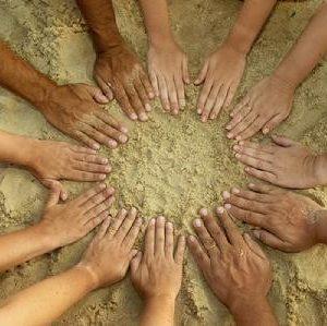 En casa rural ecológica Kaaño etxea estamos convencidos de que estamos unidos, la labor de compartir y divulgar información es esencial para fortalecer la unión