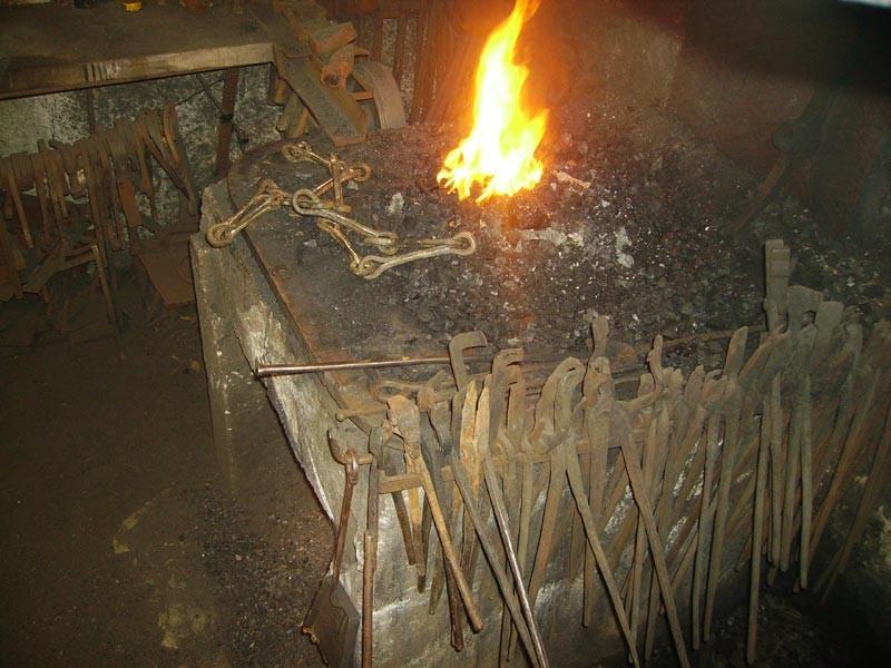 forjas Brun o centro de interpretación de la forja. artesano que ha manteinido la tradición y conocimiento familiar durante generaciones